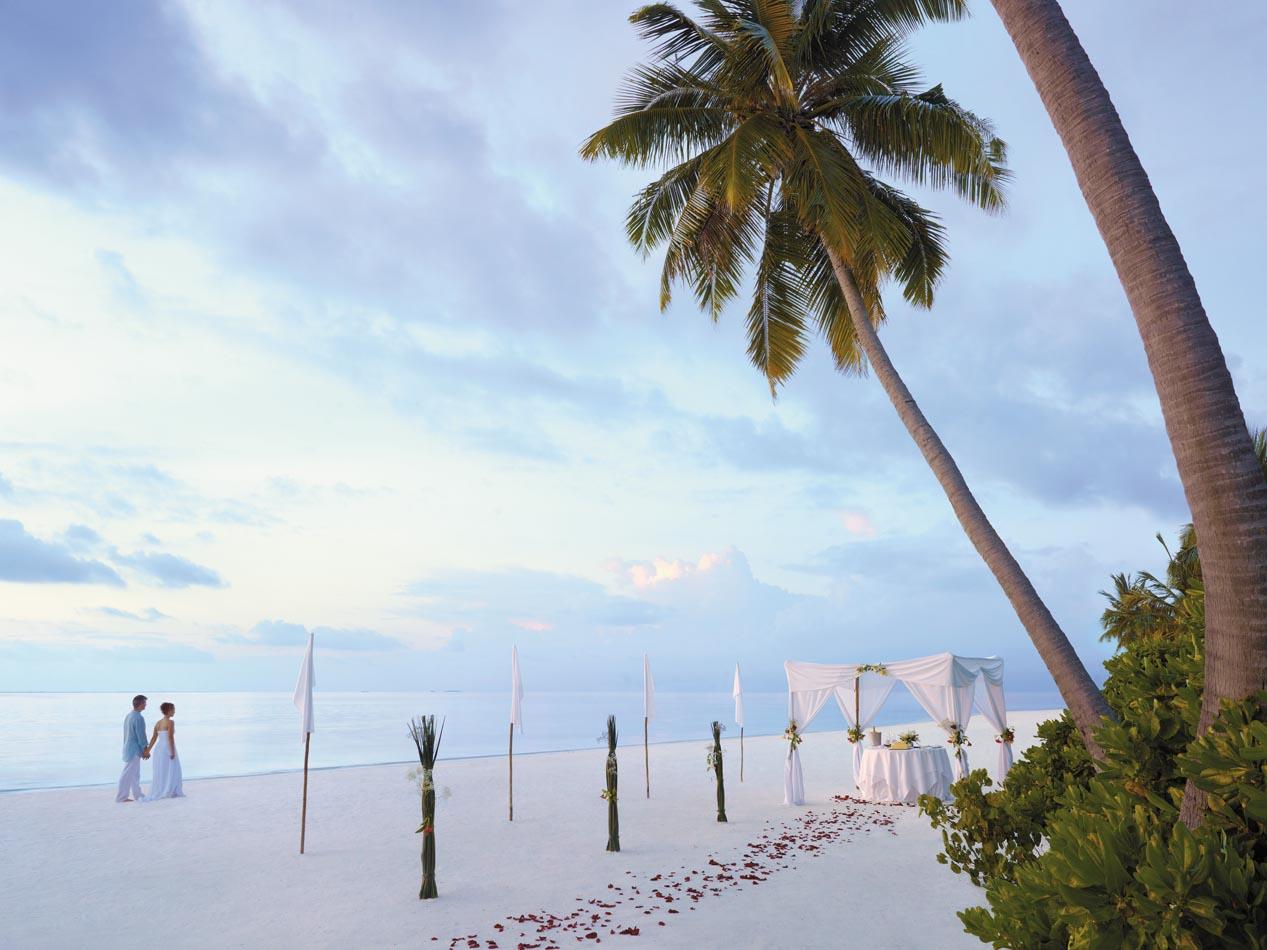 N80m001h-Beach-Blessing-Ceremony-set-up.jpg
